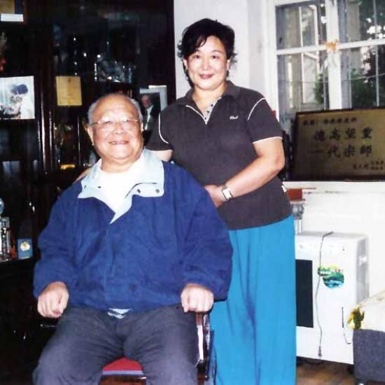 La Maestra Liu Chun Yan con il suo Maestro Yang Zhen Duo