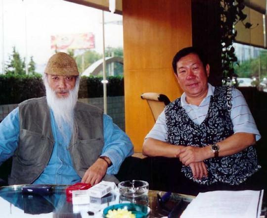 Il Maestro Yang Lin Sheng con il suo amico, il Maestro Yu Cheng Hui, famoso Maestro della spada a due mani e attore famoso