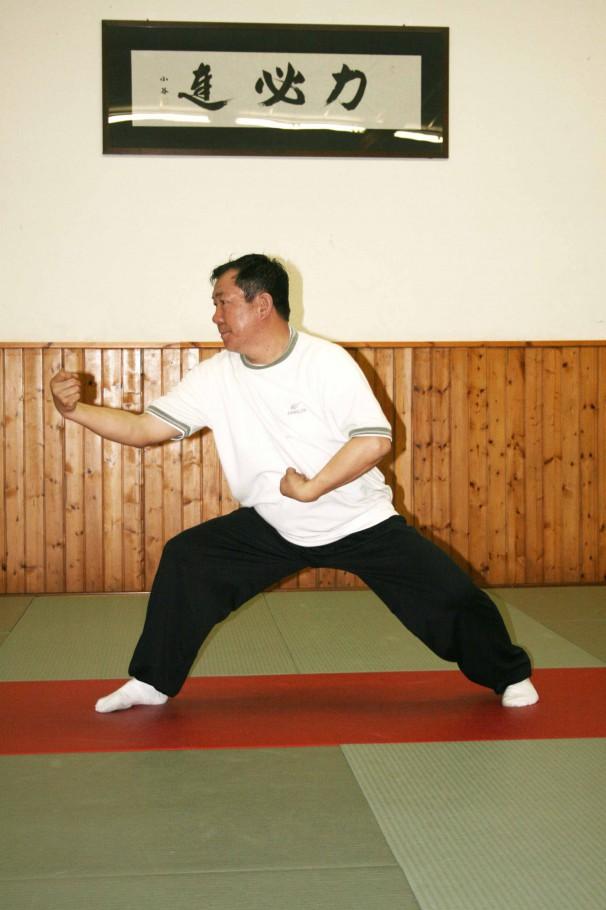Lan zha yi, mettere il lembo del vestito sulla spalla