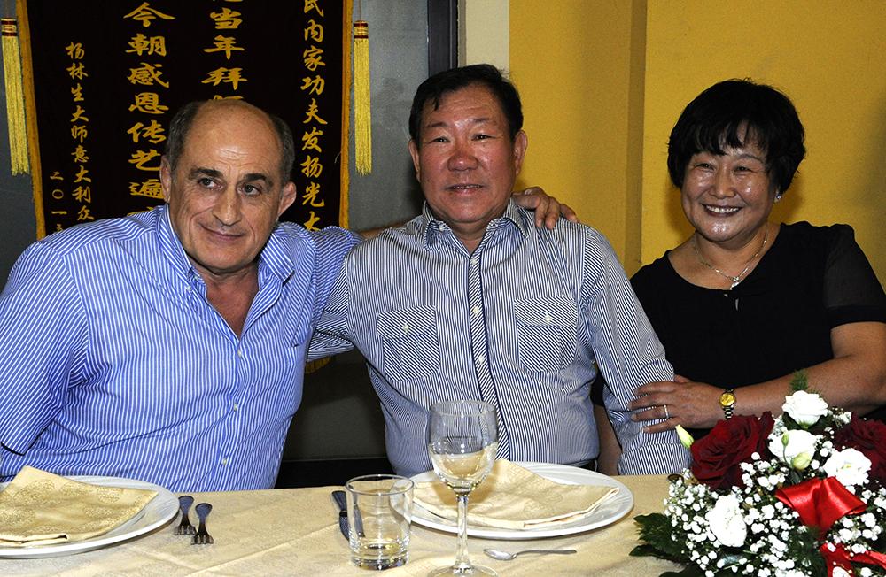 Il Maestro Alfredo Vismara, Il Maestro Yang Lin Sheng e la Maestra Liu Chun Yan durante i festeggiamenti.